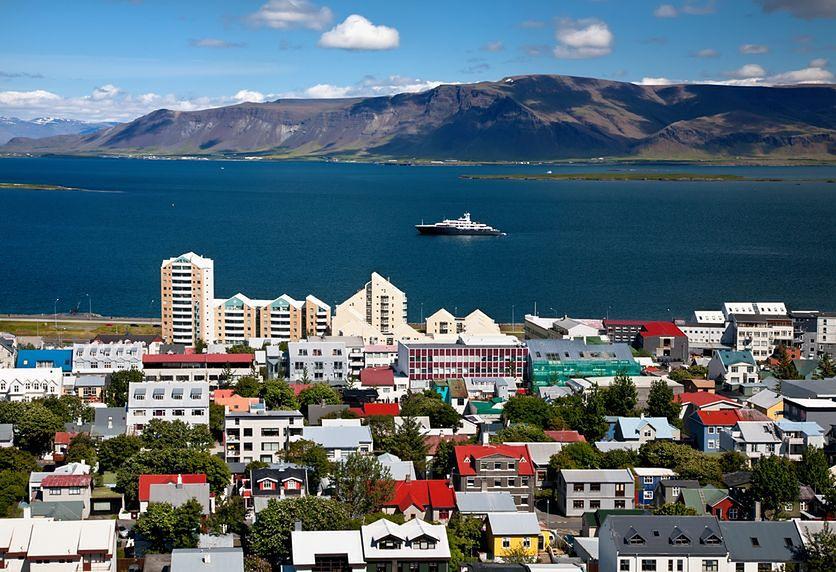 Islandia – 82,7 lata