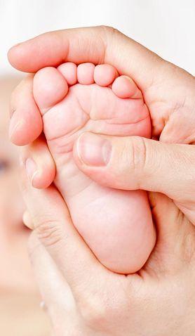 Dowiedz się, w jaki sposób prawidłowo wykonać masaż noworodka