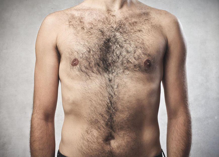 Poza pojawieniem się guza w okolicy piersi, innym widocznym objawem raka piersi jest zmiana kształtu lub wielkości jednej z piersi