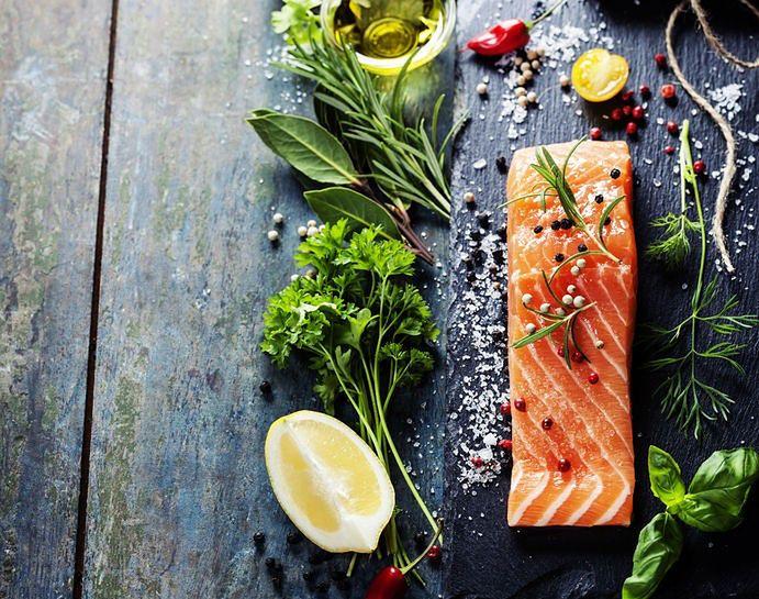 Dieta na mocne zęby i kości - ryby i warzywa