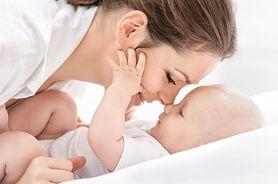 Dowiedz się, w jaki sposób prawidłowo i bezpiecznie przewijać noworodka
