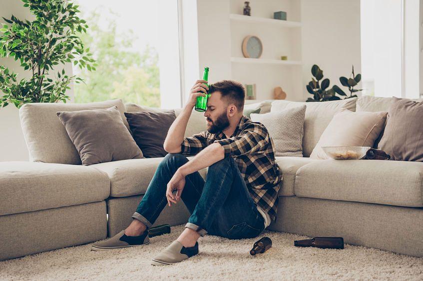 Picie piwa ma wiele negatywnych skutków dla zdrowia