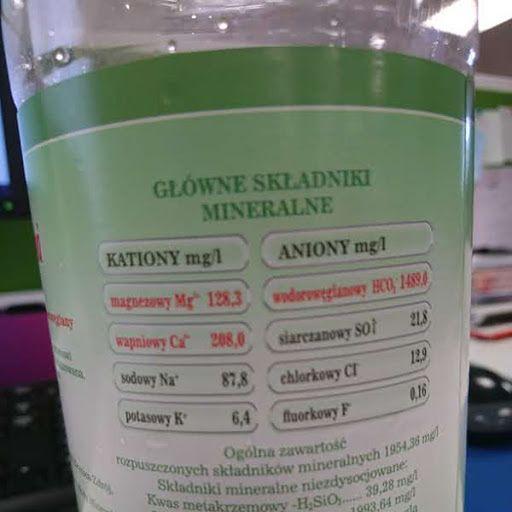 Jeśli jednak decydujemy się na zakup wody butelkowanej, na opakowaniu szukajmy również informacji, jaki rodzaj wody kupujemy