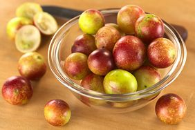 Właściwości zdrowotne jagód camu camu