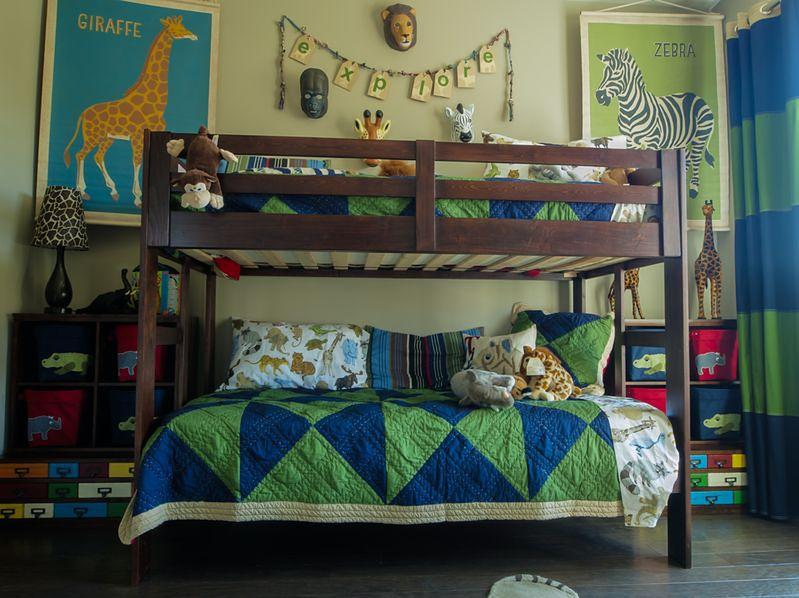 Drewniane piętrowe łóżko