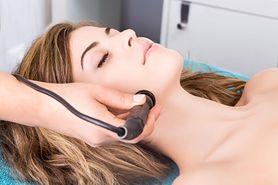 Laseroterapia – prosty zabieg dla zdrowia i urody. Sprawdź, na czym polega