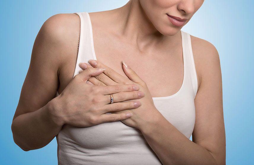 Uczucie cięższych piersi to jeden z pierwszych symptomów ciąży