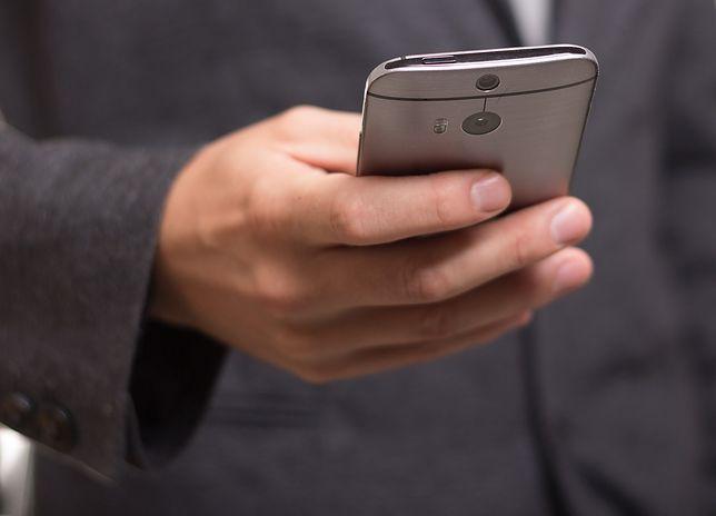 Wyłudzają pieniądze przez SMS-y premium
