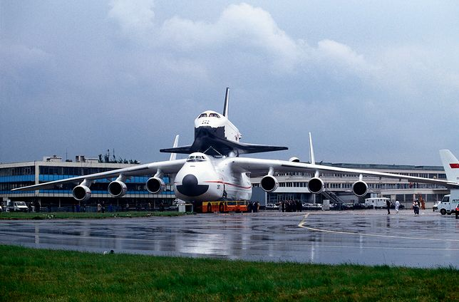 Antonov An-225 Mriya Cossack being towed by a tug with a towbar at the 1989 Paris Airshow with the Soviet Buran space shuttle on its back