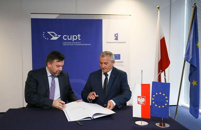 Dyrektor Centrum Unijnych Projektów Transportowych (CUPT) Przemysław Gorgol i wiceprezydent miasta Bielsko-Biała Lubomir Zawierucha
