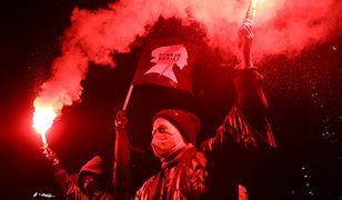 Aborcja w Polsce. Uzasadnienie TK wywołało burzę. Polska protestuje po publikacji