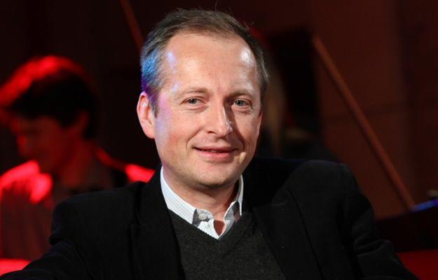 """Dziennikarz Konrad Piasecki ujawnia tajemnice polityków. """"Zabawa jest konkretna. Bez wódki się nie da"""""""