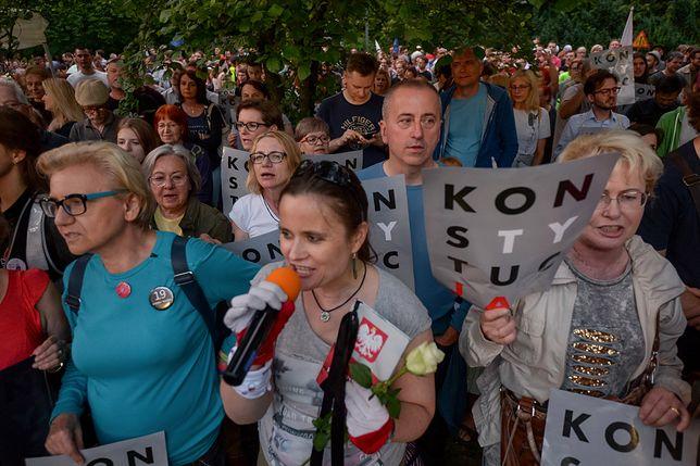 Protesty przeciwko ustawie o SN w całej Polsce