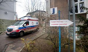 Koronawirus w Polsce. Uczeń i jego rodzina zostali przewiezieni do szpitala przy ul. Arkońskiej w Szczecinie