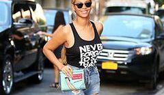"""Styl Beyonce to nie tylko """"nagie sukienki"""". Gwiazda uwielbia modę"""