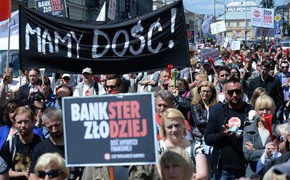 Frankowicze mają dość. Kolejna manifestacja przeszła ulicami Warszawy