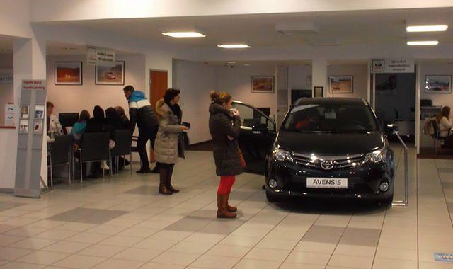 Coraz mniej osób deklaruje kupno nowego auta
