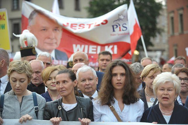 """Miesięcznica smoleńska to """"akt religijny""""? Przeczą temu i prawo, i słowa Jarosława Kaczyńskiego"""