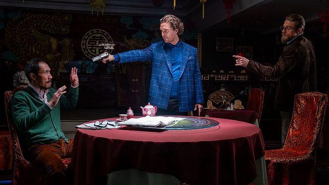 """Matthew McConaughey (Ś) i Charlie Hunnam (P) w filmie """"Dżentelmeni"""""""