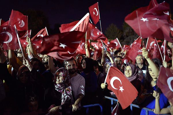 """Wiec poparcia Erdogana w Ankarze. """"On nie jest dyktatorem"""""""