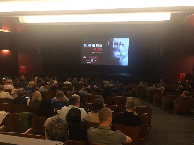 Film Tomasza Sekielskiego poruszył widzów. Owacja na stojąco