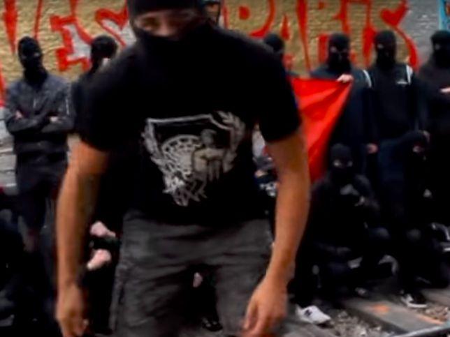 Kadr z klipu Czarnego Bloku
