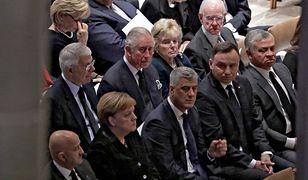 Andrzej Duda na uroczystości pogrzebowej George'a Busha. Obok książę Karol i Angela Merkel