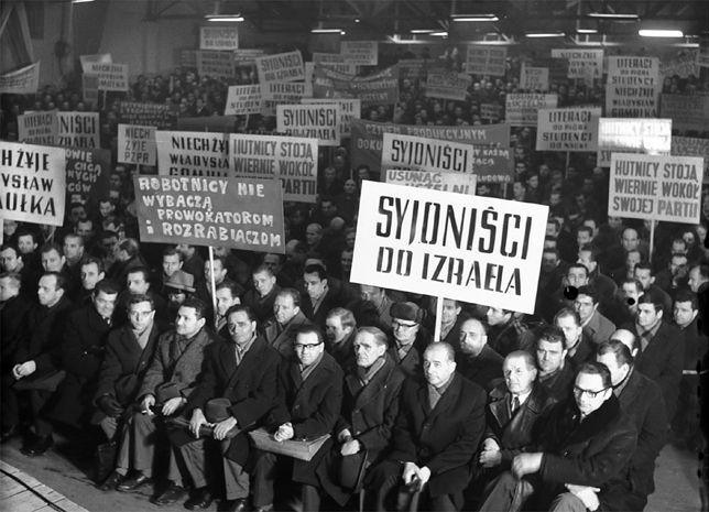 Wiec poparcia dla PZPR w Hucie im. Lenina w Krakowie. Marzec 1968 r. Głównym inicjatorem antysemickiej kampanii był Mieczysław Moczar.