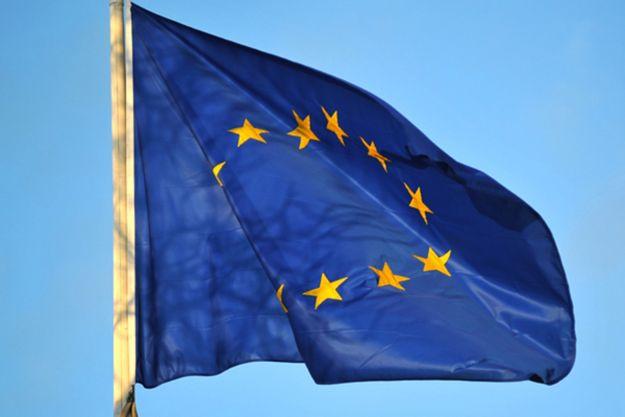Rząd PiS niechętnie wywiesza unijna flagę na konferencjach