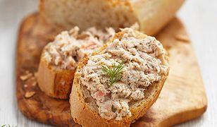Awanturka to pasta rybna. Tradycyjny przepis warto odświeżyć.