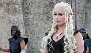 """""""Gra o tron"""": Emilia Clarke była zmuszana do rozbieranych scen. """"Nie wiedziałam, czego chcę. Płakałam"""""""