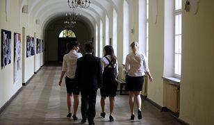 Pytania zostały sformułowane przez Uniwersytet Kardynała Stefana Wyszyńskiego oraz Katolicki Uniwersytet w Niemczech