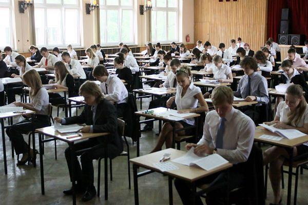 Maturzyści na egzaminie dojrzałości