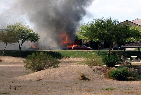 Samolot wojskowy spadł na zabudowania mieszkalne w Kalifornii