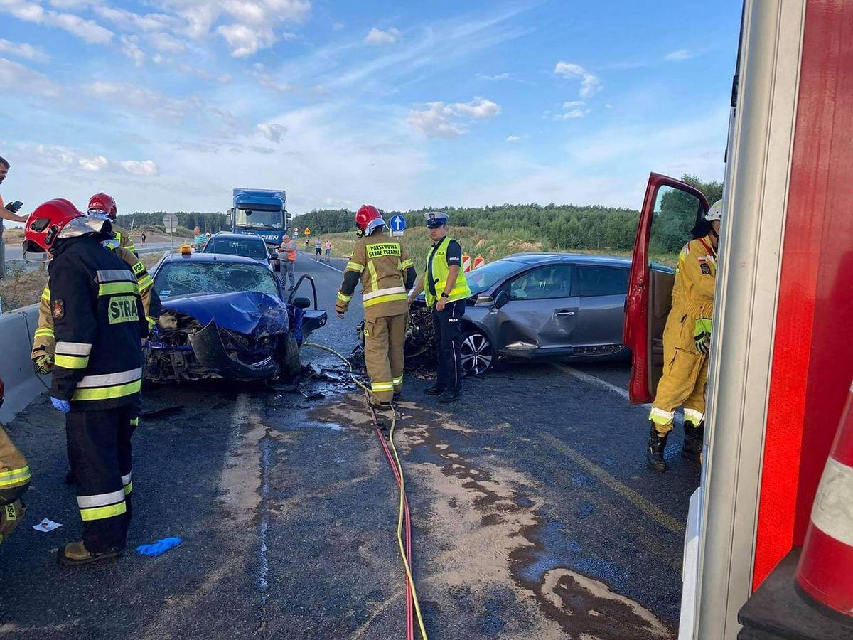 W wypadku ranne zostały 4 osoby, w tym dwoje dzieci.