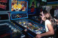 Mało wam dokumentów o retro? Nadchodzi kolos o arcade'ach i pinballach - salon arcade pac-man