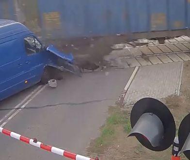Nietypowy wypadek na przejeździe kolejowym