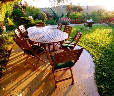 Zestaw wygodnych krzeseł i duży stół - taki komplet przyda się dużej rodzinie