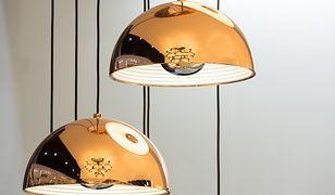 Modna lampa wisząca skutecznie podkreśli elegancki wystrój salonu lub jadalni