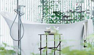 Stylowa wanna w nowoczesnej łazience. Zachwycające pomysły projektantów