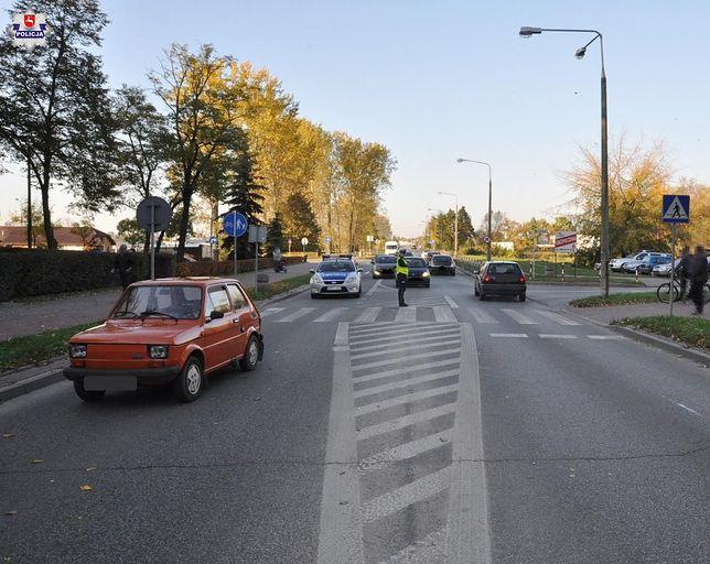 Mężczyzna nie ustąpił pierwszeństwa dwóm nastolatkom, którzy znajdowali się na oznakowanym przejściu dla pieszych.