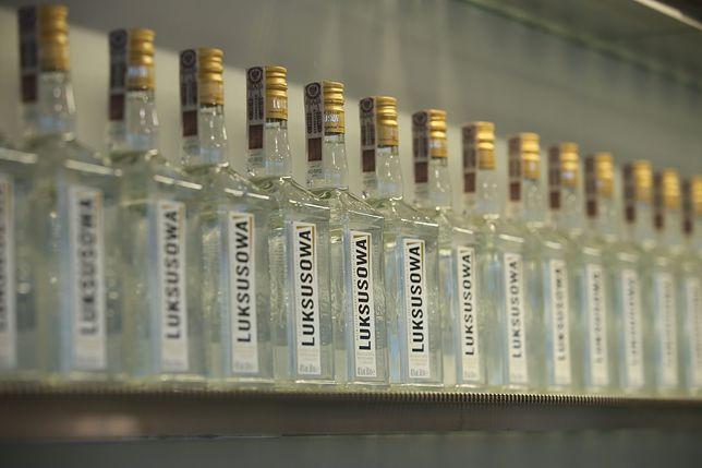 Z półek sklepowych zniknie trefna partia popularnej wódki.