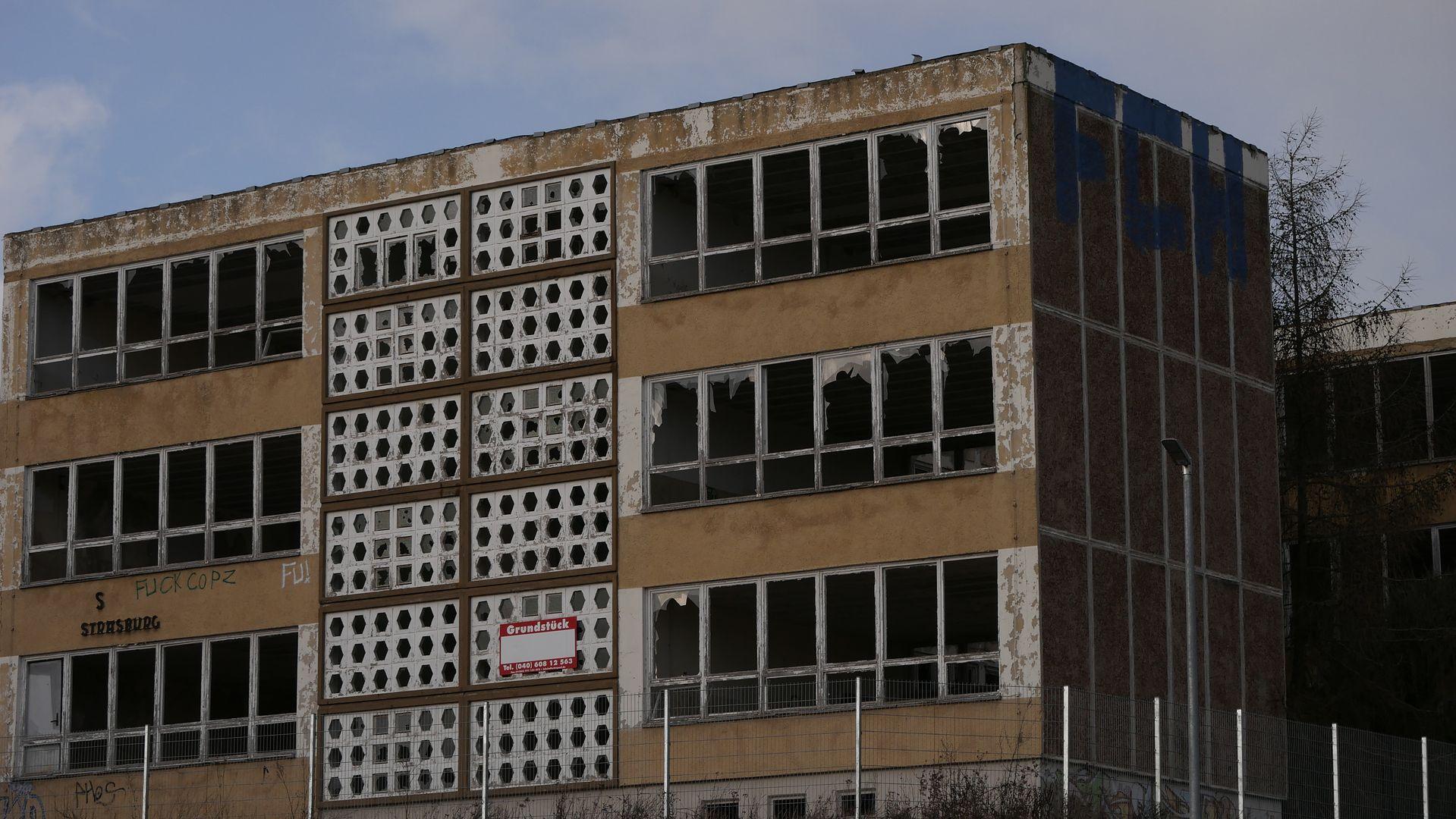W niektórych miejscach w byłej NRD wciąż wyburza się szare bloki