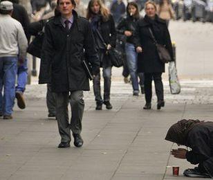 Premier Szwecji: czas skończyć z żebractwem na ulicach