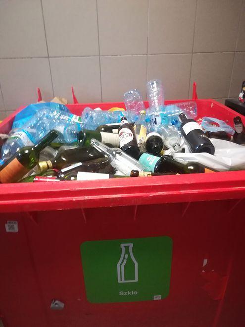 Warszawa dopłaci do wywozu twoich śmieci. Kto dostanie pieniądze i jak się o nie ubiegać?