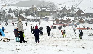 Ferie zimowe 2021. Saneczkarze na cenzurowanym. Ile może wynieść za zabawę na śniegu?