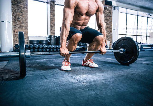 Ćwiczenia front squat na siłę i rozbudowę mięśni nóg, tułowia i brzucha.