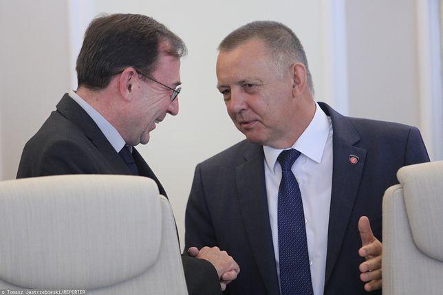Od lewej: Mariusz Kamiński (minister koordynator ds. służb specjalnych) oraz Marian Banaś (prezes NIK)