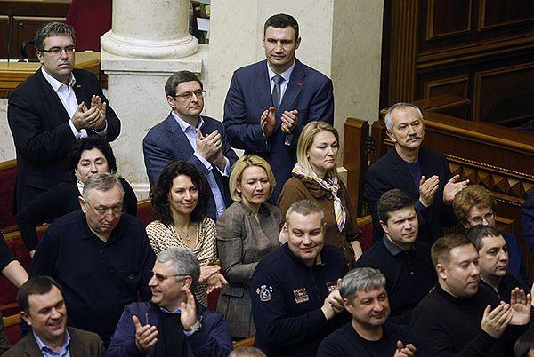 Witalij Kliczko wraz z deputowanymi Rady Najwyższej Ukrainy
