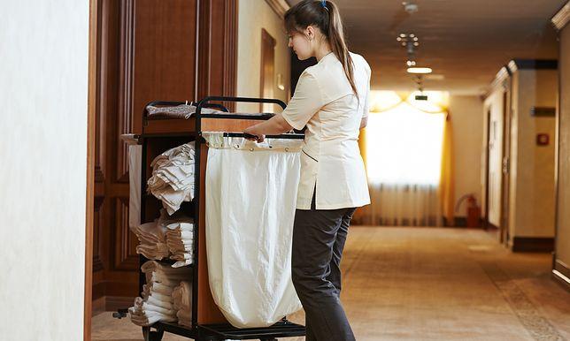Jak wygląda praca pokojówki? Dominika ma apel do rodziców nastolatków